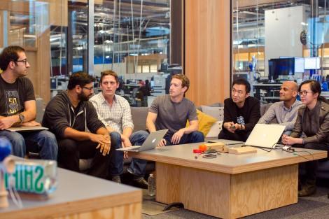 Ingenieros de sedes de Facebook en Londres, Tel Aviv, California y más se reunieron para participar en la Hackaton de la firma de Mark Zuckerberg.